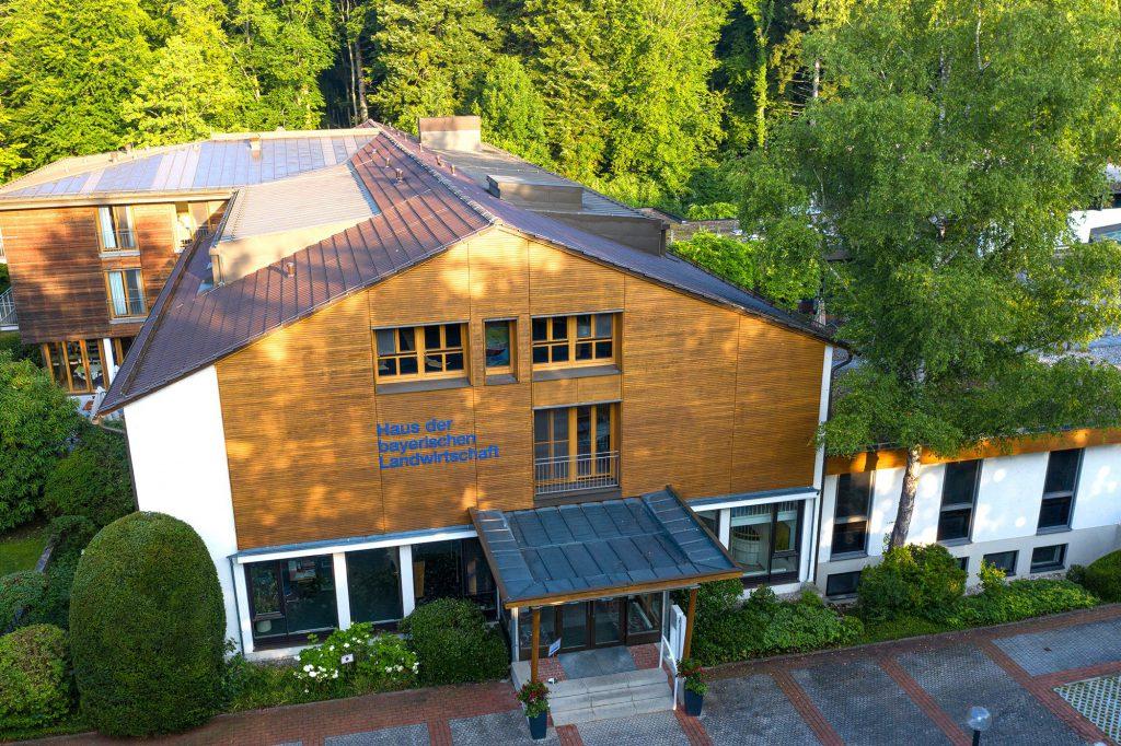 Haus der bayerischen Landwirtschaft schräg von oben fotografiert